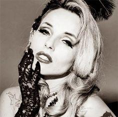 A tu per tu con Miss Satine. A Palermo la spumeggiante starlett e regina del burlesque, Silvia Sorrentino