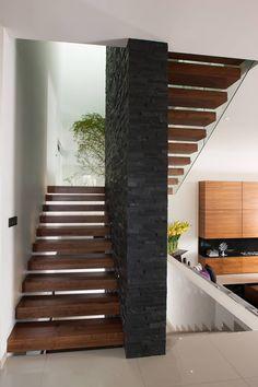 Casa GM: Pasillos y recibidores de estilo  por GLR Arquitectos https://www.homify.com.mx/fotografia/740180/casa-gm