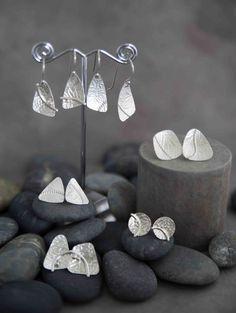 Sterling Silver Embellished Embossed Earrings by KMallaby on Etsy - Silberschmuck, Bracelets En Argent Sterling, Sterling Silver Necklaces, Silver Rings, Metal Clay Jewelry, Sea Glass Jewelry, Crystal Jewelry, Pendant Jewelry, Gemstone Jewelry, Schmuck Design