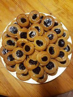 Ροξάκια !!! ~ ΜΑΓΕΙΡΙΚΗ ΚΑΙ ΣΥΝΤΑΓΕΣ 2 Greek Sweets, Greek Desserts, Greek Recipes, Creative Food, Doughnut, Waffles, Muffin, Lose Weight, Keto