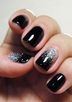 70 Stunning Glitter Nail Designs-Glitter nail art designs have become a constant favorite. Almost every girl loves glitter on their nails. Glitter nail designs can give that extra edge to your nails and brighten up the move and se… Glitter Nail Art, Nail Art Diy, Black Manicure, Black Nails With Glitter, Black Ombre Nails, Gel Manicure, Silver Ombre, Black Silver Nails, White Glitter