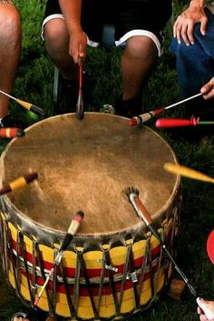 American Indian drum circle -Drumming for: The Freedom of Leonard Peltier! Native American Beauty, American Spirit, American Indian Art, Native American Tribes, Native American History, Native Indian, Native Art, Blackfoot Indian, Tantra