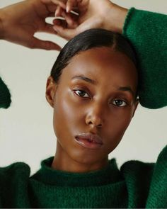 Everyday makeup, minimal makeup, light makeup, makeup ideas, makeup looks - Easy Make Up Beautiful Black Women, Beautiful People, Beautiful Pictures, Beautiful Eyes, Photographie Portrait Inspiration, Super Easy Hairstyles, Minimal Makeup, Brown Skin Girls, Farrah Fawcett