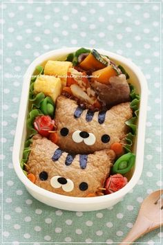 Cat inari sushi bento Cute Bento Boxes, Cool Lunch Boxes, Cute Food, Yummy Food, Japanese Food Sushi, Kawaii Cooking, Kawaii Bento, Bento Recipes, Food Humor