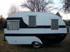 Love the design painted on this one. Also a good site for restored trailers for sale.