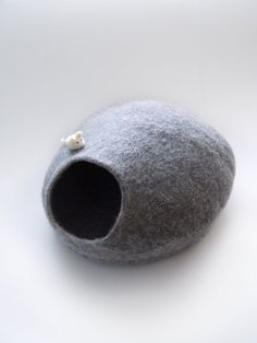 Handfelted eco friendly cat bed by Simonascrafts on Etsy, $64.00