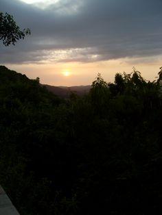Puesta de sol sobre el Valle de #Yumurí. Vista desde la Ermita de Monserrate en mi ciudad natal: #Matanzas. Una de las vistas más preciosas del valle y de la ciudad.
