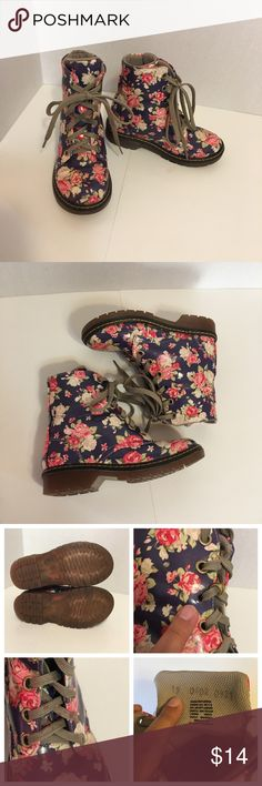 Girls Floral Boots (3 of 3) Cute Girls Floral Boots! Size: 12 / 19 (México) *See Shoe Size conversion chart pictured for reference. *Pre-Loved. One lace ring hole not in tact & red stain on shoe lace. See pictures for reference. Overall in great shape. Shoes Boots