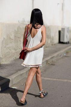 white summer dress, red bag, birkenstocks and a scarf around the ankle. by The Sartorialist The Sartorialist, Estilo Fashion, Moda Fashion, Ideias Fashion, Womens Fashion, Diy Mode, Moda Boho, Summer Outfits, Summer Dresses