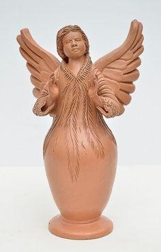 """ANTONIO PIMPO- """"Anjo"""", escultura em barro cozido. Altura 24 cm. Assinado e localizado Tracunhaém"""