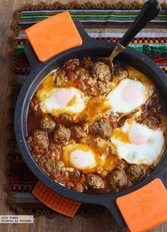 Receta de tajine de albóndigas con huevos. Receta de carnes y aves. Con fotos del paso a paso y de presentación y consejos de elaboración y de...