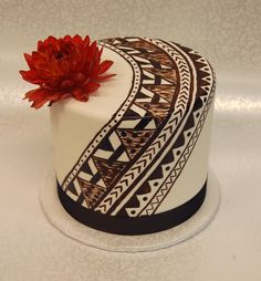 Small in stature but big in personality! This lovely single tiered wedding cake . - You are in the right place about traditional wedding cakes with pillars He Traditional Wedding Cakes, Traditional Cakes, Elegant Wedding Cakes, Wedding Cake Designs, African Wedding Cakes, African Cake, Samoan Food, Island Cake, 80 Birthday Cake