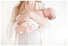 Newborn Photography Posing| Natural and Modern Newborn Photography by Miranda North | www.mirandanorth.com