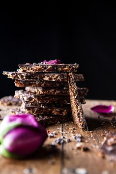 Superfood Chocolate Quinoa Bark - All the healthy ingredients your body craves. all the delicious ingredients YOU crave, from… Chocolate Bark, Melting Chocolate, Chocolate Dreams, Healthy Sweets, Healthy Recipes, Healthy Snacks, Healthy Bars, Healthy Eating, Healthy Habits