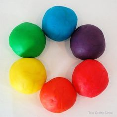 Easy DIY Play doh recipe without cream of tartar and no cooking. Make the best playdough creations with no cream of tartar and cook free that kids will love. All you need: 4 cups of flour 11/2 cups salt 2 tbsp oil 1 cup water food coloring