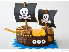 Pirate Ship Birthday Cake Design. A great birthday cake for your kiddo who likes pirates. #yoyobirthday