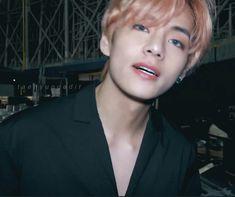нαи∂ѕσмє к-ρσρ ι∂σℓѕ втѕ вαєѕтнєтιc BTS Wallpaper Lockscreen & Edit V Bts Wallpaper, Kim Taehyung, Most Beautiful Man, Boyfriend Material, Taekook, K Idols, South Korean Boy Band, Korean Singer, Pink Hair