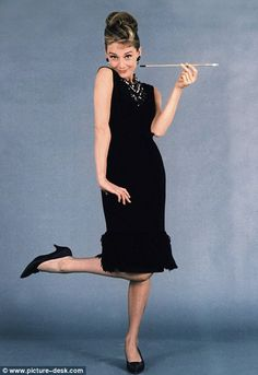 Audrey Hepburn the key to stopping the obesity epidemic? Audrey Hepburn: Is she the key to stopping the obesity epidemic? Audrey Hepburn Pictures, Audrey Hepburn Mode, Audrey Hepburn Breakfast At Tiffanys, Audrey Hepburn Black Dress, George Peppard, Vintage Outfits, Vintage Fashion, Vintage Style, Classy And Fabulous