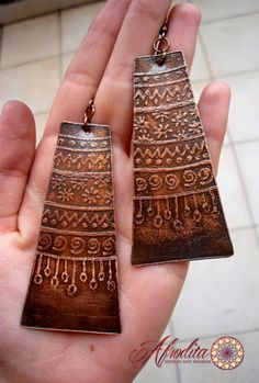 Etched copper metal earrings handmade hippie por AfroditaFashion