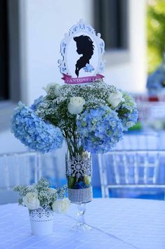 frozen themed floral arrangements - This could be downsized to be a small or miniature arrangement.