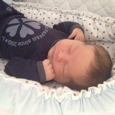 Er så forelsket i denne lille fyr her  #Jonathan#4dagegammel#babyspam#sleepingbaby#papfarkids#nyfødt#babynest#babylykke#3skudpåstammen#livetsommor#martsbaby#sålilleogfin#familienHD