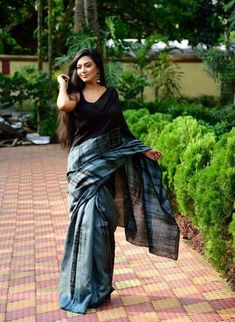 Exclusive Mul Cotton tye & dye or shibhori sarees Simple Sarees, Trendy Sarees, Indian Designer Sarees, Designer Sarees Online, Saree Dress, Sari, Elegant Fashion Wear, Queen Fashion, Black Saree