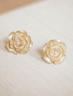 Gold Rose Earrings? They really suit me, don't you think?