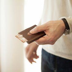 Design-ul scandinav al portofelului Exentri combină dimensiunile reduse ale unui port card cu dotările esențiale ale unui portofel clasic. Dispune de 6 spații pentru stocarea cardurilor, precum și de o secțiune separată pentru bancnote, iar cu o simplă mișcare a degetului aveți acces instant la cardurile cele mai des folosite.   Exentri este o companie norvegiană, cu o tradiție de peste 20 de ani în domeniul accesoriilor fashion.   Toate portofelele Exentri vin ambalate în cutii elegante și… Slime, Lima