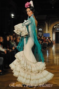 trajes de flamenca 2015 - Buscar con Google Spanish Dance, Spanish Style, Dance Outfits, Dress Outfits, Flamenco Dancers, Flamenco Dresses, Ethnic Dress, Unique Outfits, Historical Clothing