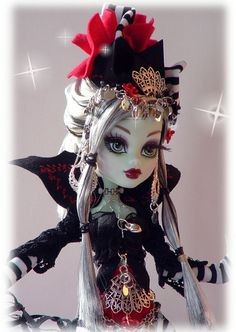 Monster style doll  Gothic Storybook Queen by DOLLOCITY on Etsy Fantasy Queen, Soft Sculpture, Doll Stuff, Monster High, Gothic, Princess Zelda, Dolls, Trending Outfits, Unique Jewelry