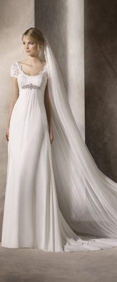 gefunden bei HAPPY BRAUTMODEN Brautkleid Hochzeitskleid elegant edel spanisch La Sposa LaSposa fließender Rock Spitze Ärmel
