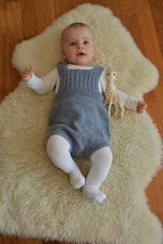 Knitting Patterns For Layette Sets - Diy Crafts - DIY & Crafts Baby Girl Dungarees, Baby Pants, Baby Girl Romper, Knitted Baby Clothes, Cute Baby Clothes, Knitting For Kids, Baby Knitting Patterns, Knitted Stuffed Animals, Baby Dresser