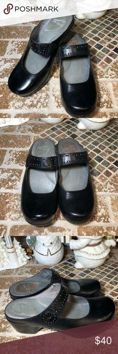 Dansko size 37 Leather Dansko clogs. Really good condition. Dansko Shoes Mules & Clogs