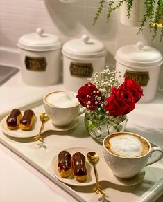 Kitchen Hacks, Kitchen Tools, Rose Cottage, Something Sweet, Food Presentation, Almond Milk, Coffee Time, Tea Party, Panna Cotta