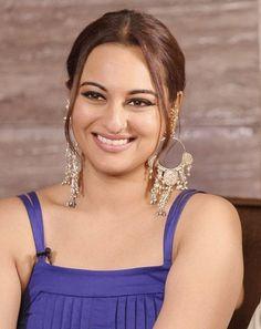 Beautiful Bollywood Actress, Beautiful Indian Actress, Beautiful Women, Top Celebrities, Celebs, Indian Actresses, Actors & Actresses, Ileana D'cruz Hot, Actress Priyanka
