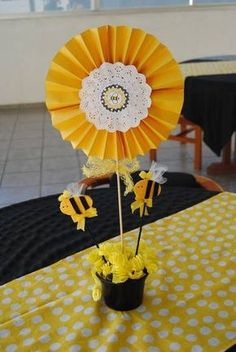 Bee Crafts, Flower Crafts, Diy And Crafts, Crafts For Kids, Mommy To Bee, Bee Party, Bee Theme, Baby Decor, First Birthdays
