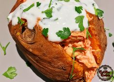 Buffalo Chicken Sweet Potato is a quick & easy meal that is satisfying & delicious. This meal can be served as lunch or dinner. Sweet Potato Recipes, American Food, Buffalo Chicken, Quick Easy Meals, Salmon Burgers, Potatoes, Lunch, Dinner, Ethnic Recipes