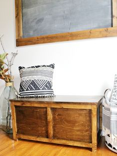 Free building plans to make your own DIY storage chest that is the perfect size for an entryway storage bench, end of the bed trunk or a toy box for kids! Diy Storage Trunk, Diy Storage Boxes, Easy Storage, Storage Chest, Diy Furniture Plans, My Furniture, Shabby Chic Furniture, Pallet Furniture, Shabby Chic Homes