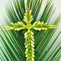 Flax Weaving, Paper Weaving, Church Flowers, Love Flowers, Palm Branch Craft, Palm Cross, Palm Frond Art, Leaf Crafts, Palm Sunday