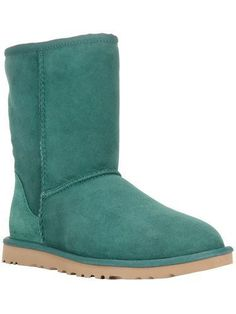 UGG AUSTRALIA 'Classic Short' boot #uggaustralia #covetme