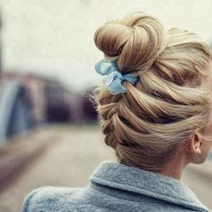 Well, the moment to cheer yourself up and thank your beautiful hair has after all arrived since these Braided Hairstyles for Long Hair and Medium Hair will French Braid Hairstyles, Pretty Hairstyles, Updo Hairstyle, Perfect Hairstyle, Bun Updo, Messy Hairstyles, Ribbon Hairstyle, Bridal Hairstyle, Hairstyle Ideas