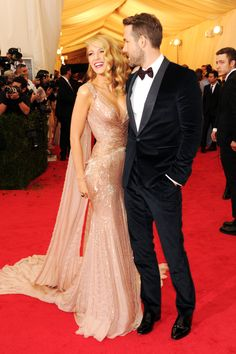 MET GALA 2014 Blake Lively, Ryan Reynolds Both in Gucci. Blake Lively wears shoes by Christian Louboutin. Blake Lively Ryan Reynolds, Mode Blake Lively, Blake And Ryan, Met Gala Red Carpet, Red Carpet Gowns, Style Blog, Mode Style, Red Carpet Fashion, Elie Saab