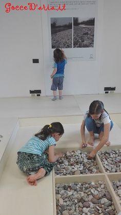 Laboratorio esperienziale con i sassi presso la mostra Munari Terra Aria a Cittadella