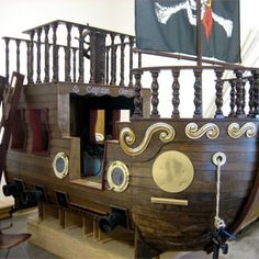 absolutely luv this Pirate ship bed but wow u would sure need a giant room 4 this & that i don't have  :)  Darn!