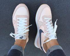 Nike Internationalist Trainers - Tennis Adidas - Ideas of Tennis Adidas - Nike Internationalist Trainers Moda Sneakers, Jeans Und Sneakers, Sneakers Mode, Sneakers Fashion, Fashion Shoes, Shoes Sneakers, Adidas Sneakers, 90s Fashion, Light Pink Sneakers