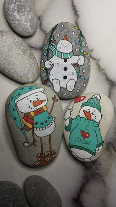 Rock painting Ideas - Christmas snowmen.