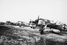 Focke Wulf Fw 190 Luftwaffe Field Airfield eastern front Luftwaffe, Ww2 Aircraft, Military Aircraft, Ta 152, Focke Wulf 190, Ww2 Planes, Military Photos, Nose Art, World War Two