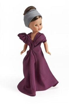 """Exposición """"Nancy se viste de Moda"""" para celebrar sus 45 años en el Museo del TrajeDiseño para Nancy de la gallega María Barros: un vestido largo de otomán de seda en color granate"""
