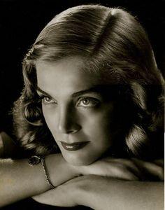 Lizbeth Scott - 1945 Philippe Halsman