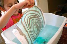 Idea original para llevar al aula y que los niños sean los protagonistas dibujando en el agua